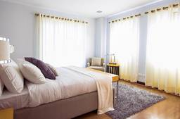How to dress your home with curtains