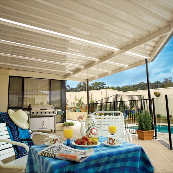 Flat roof patio cover with polycarbonate lite strips